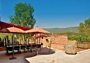 Profitez d'une immense terrasse et d'une vue provençale exceptionnelle.
