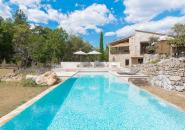 Villa vue extérieure, piscine à débordement 3 côtés